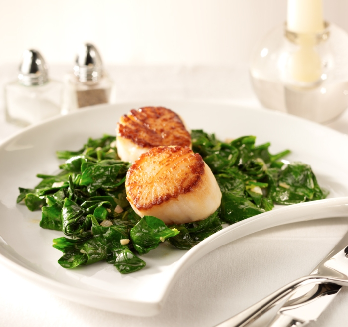Pan seared scallops with spinach